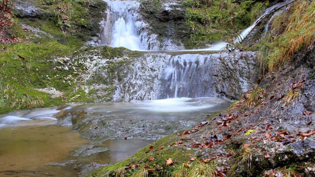 Knapp unterhalb des Wasserfalles