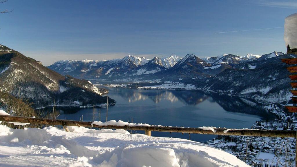 Blick vom Gipfel des Plombergsteins über den Wolfgangsee