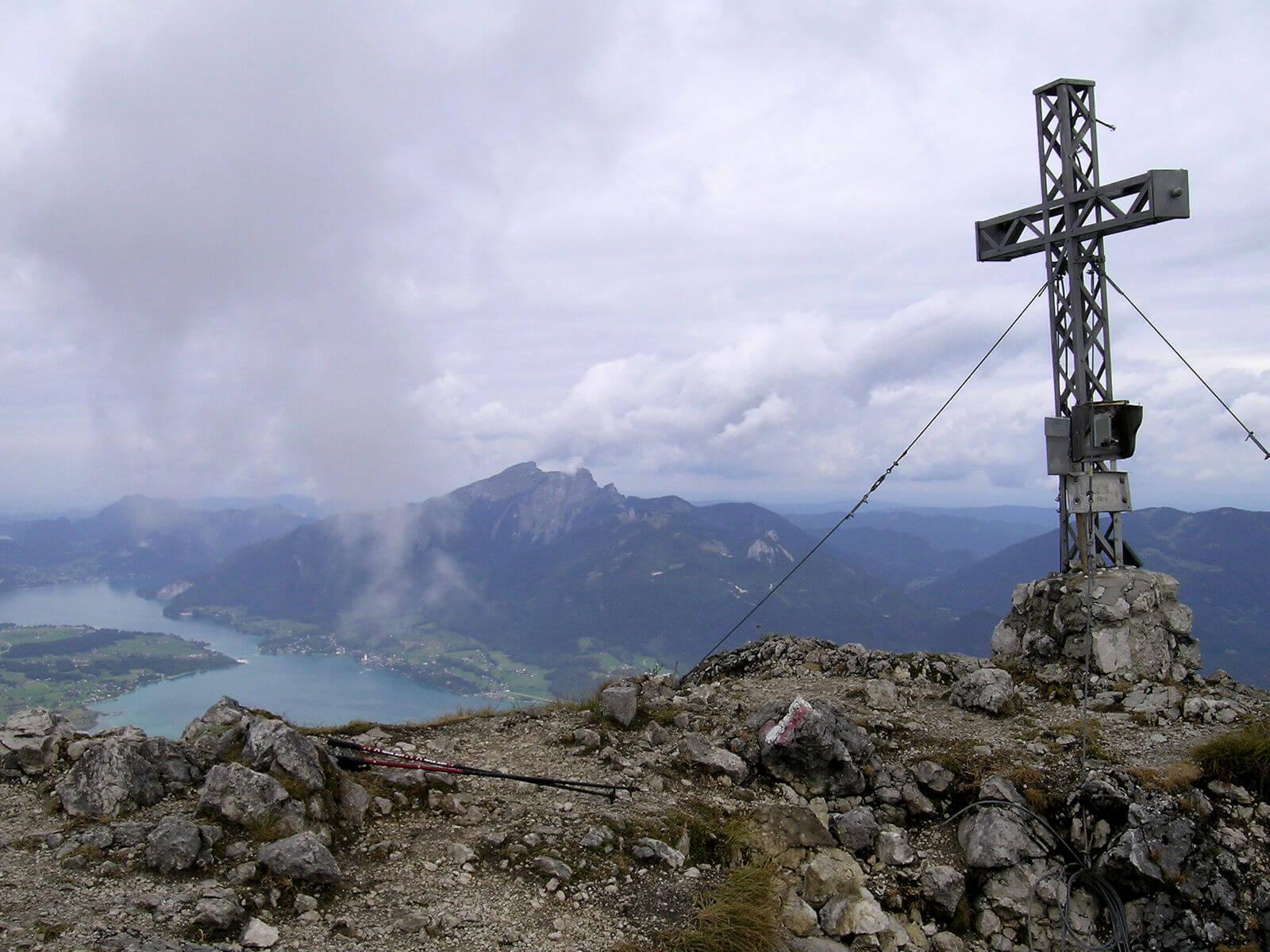 Wanderung auf den Rettenkogel - Gipfelkreuz und Wolfgangsee