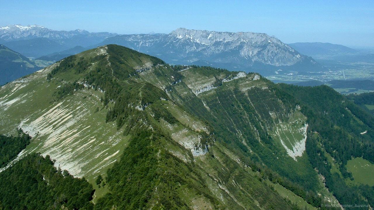 Schlenkengrat, im Hintergrund der Untersberg