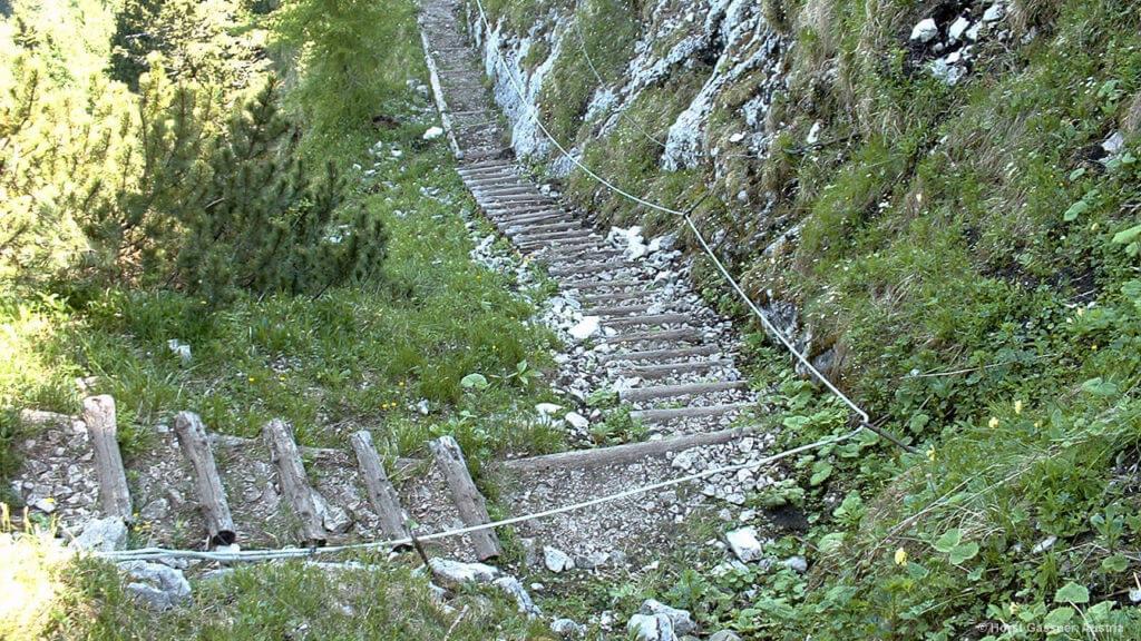 Viele Stufen prägen die Wanderung auf den Untersberg