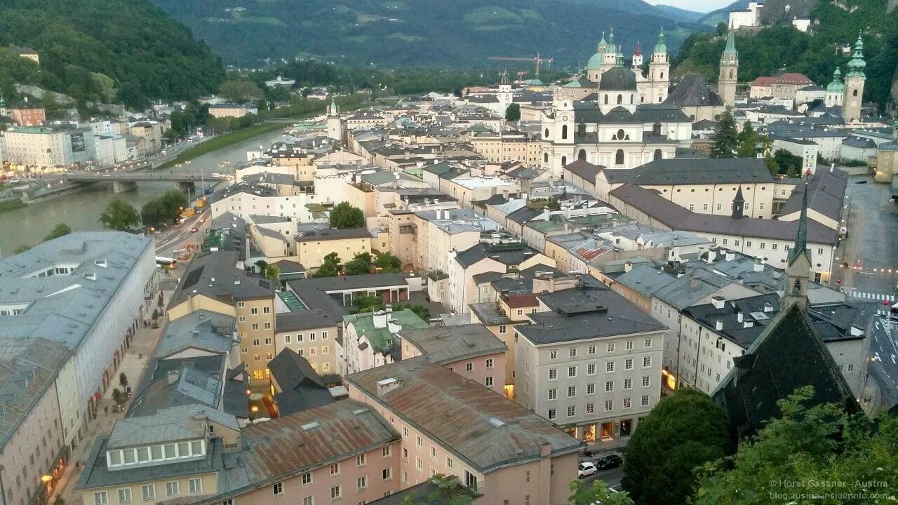 Blick vom Mönchsberg über die Stadt