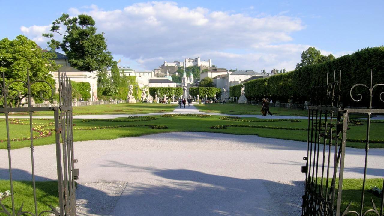 Mirabellgarten und die Festung Hohensalzburg