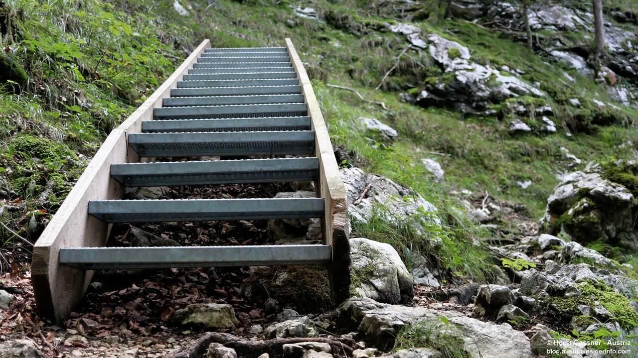Stufen auf den Plombergstein