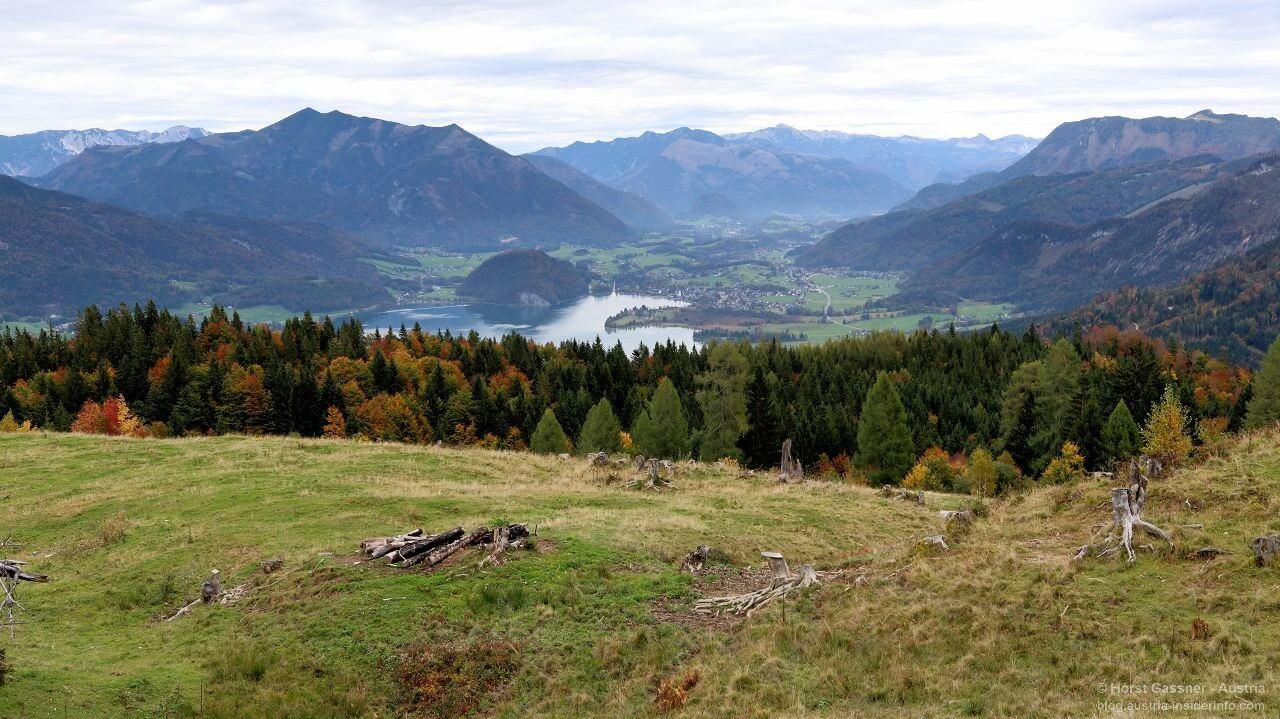 Blick von der Zinkenbacherhütte über den Wolfgangsee nach Strobl.
