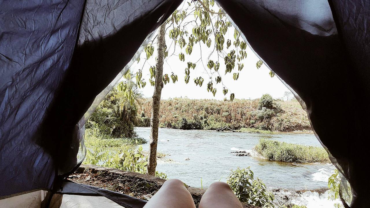 An einem Fluss in Uganda