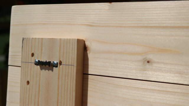 Das Aufhängesystem - jeweils links und rechts montieren