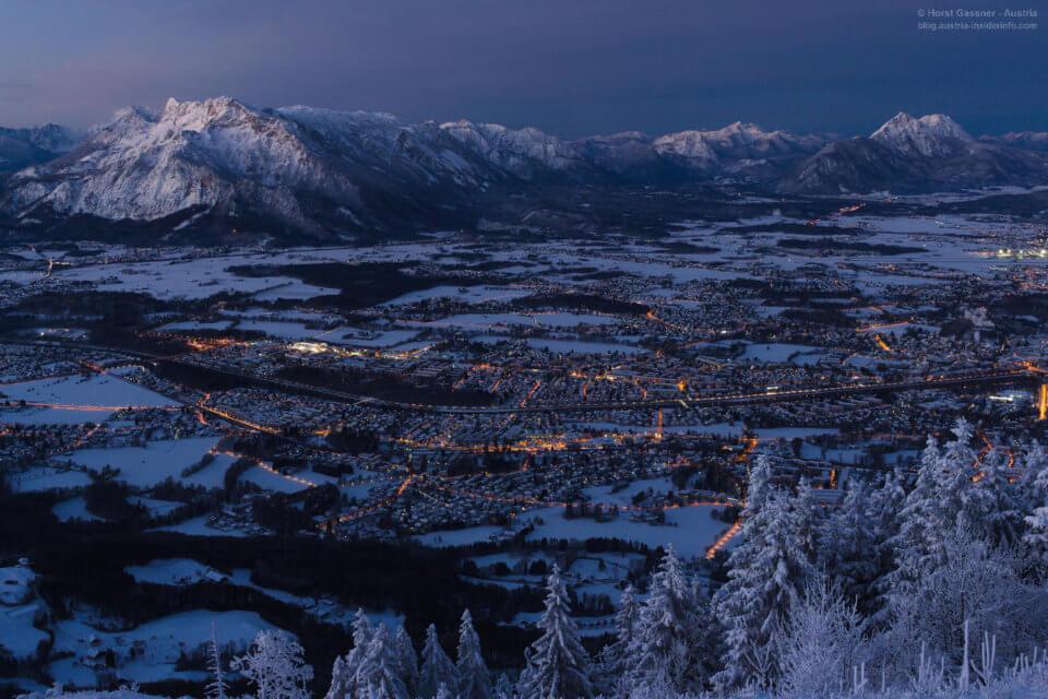 Stadt im Winter bei Nacht
