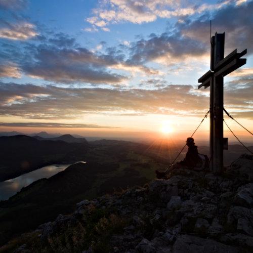 Sonnenuntergang mit Gipfelkreuz