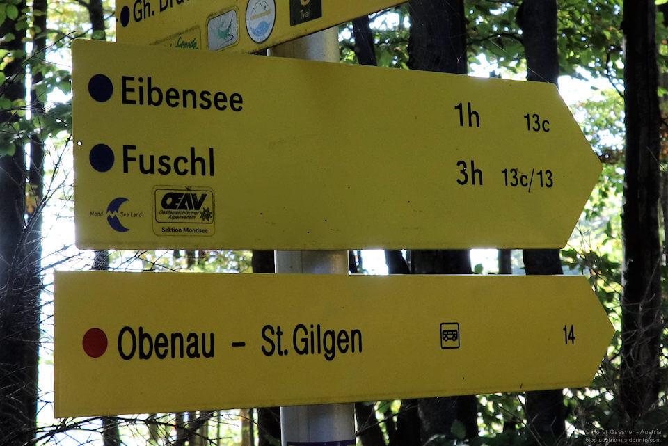 Wegweiser für Wanderwege in Österreich mit vielen interessante Infos