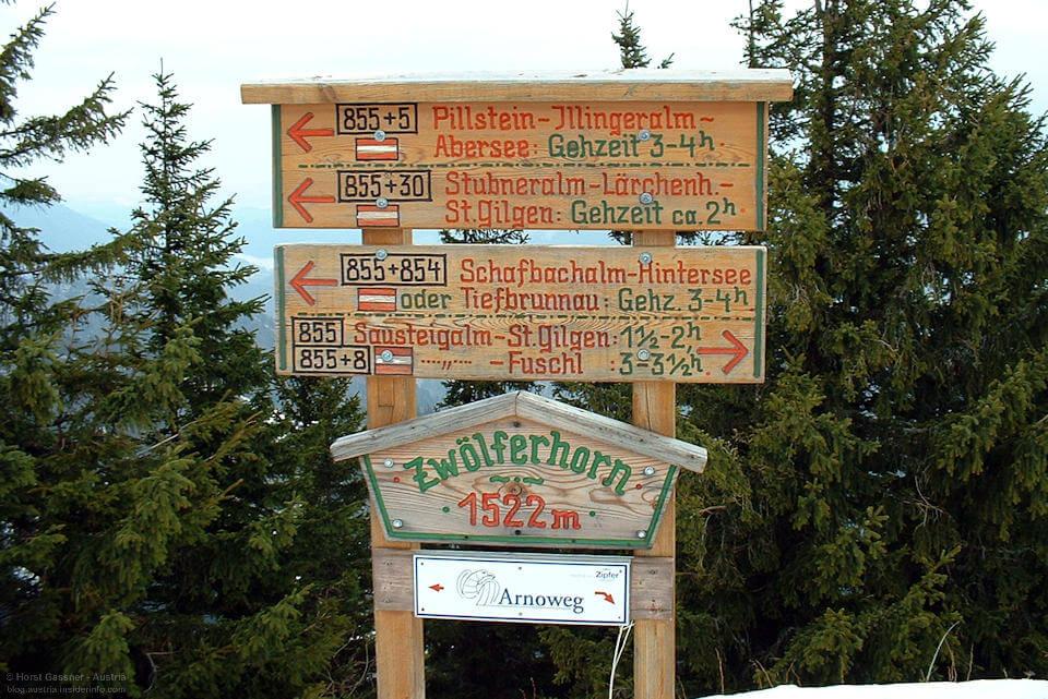 Alte Wegweiser für Wanderwege in Österreich